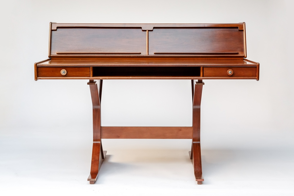 Writing table model 530 by Gianfranco Frattini for sale